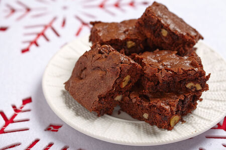 brownie: Brownie squares with chocolate chips and nuts