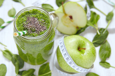 Apple and spinach green smoothie in mason jar Stock Photo