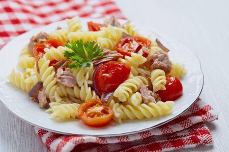 rotini: Healthy tuna and tomato rotini or fusilli pasta Stock Photo