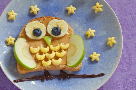 night owl: Owl sandwich with peanut butter and fruits for a kids