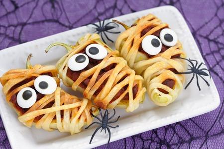 Stuffed peppers look like a mummies for Halloween Standard-Bild