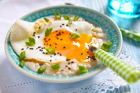 savoury: Savoury oatmeal porridge with cheese, fried egg and green onion