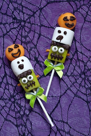 marshmellow: Fruit pops with marshmellow decorated for Halloween