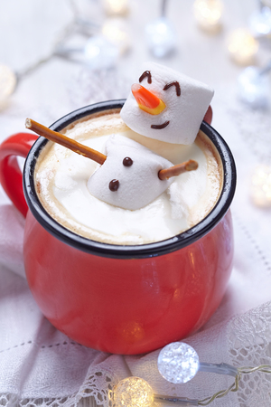holiday home: Red mug with hot chocolate with melted marshmallow snowman