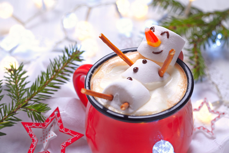 happy holiday: Red mug with hot chocolate with melted marshmallow snowman