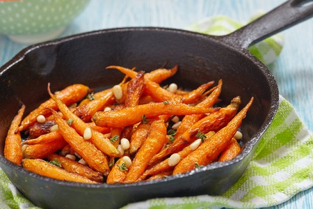 pan: roasted carrots with honey and pine nuts
