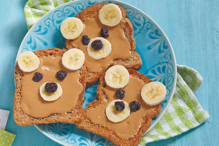 pb: Bear cubs made of whole wheat bread with peanut butter, banana and raisins