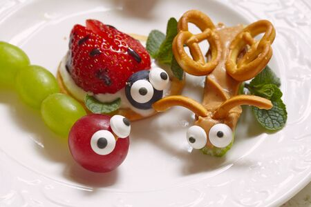 beetles: Funny beetles from grapes, berries and pretzels
