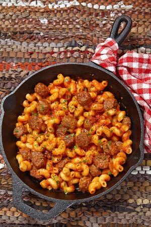 italian sausage: Pasta with italian sausage and tomato sauce