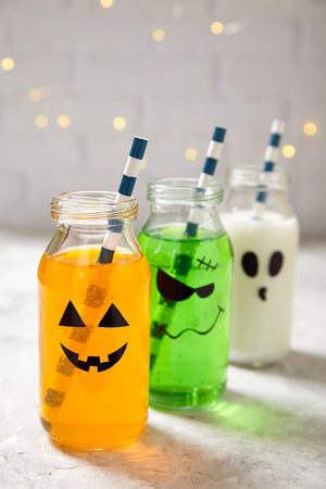autumn colouring: Cute Halloween drinks for a kids party