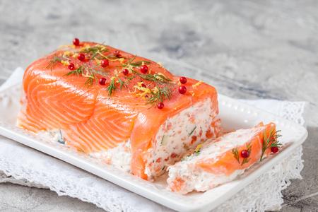 Terrina di salmone Delisius con crema di formaggio e cetriolo