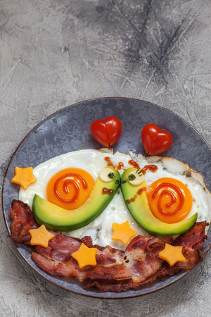 bacon love: Fun food. Snails breakfast for Valentine day