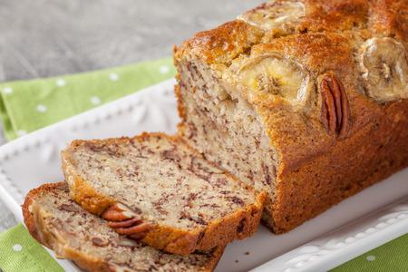 Tranches de pain à la banane avec une noix de pécan Banque d'images