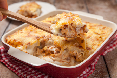 Tomato and ground beef lasagne rolls