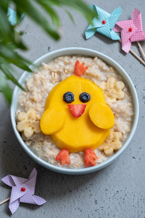 Funny kids breakfast porridge Stockfoto - 121020588
