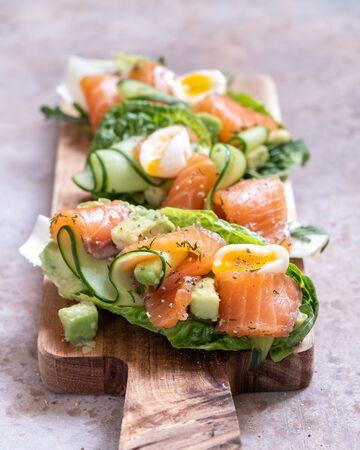 Lettuce wrapped smoked salmon tacos with fresh cucumber, avocado and eggs Zdjęcie Seryjne