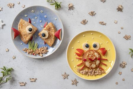 Cute crab and lobster croissants with fruit for kids breakfast Banco de Imagens
