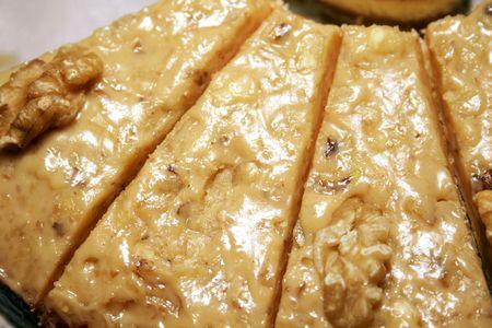 epicurean: Close-up of sliced walnut pie Stock Photo