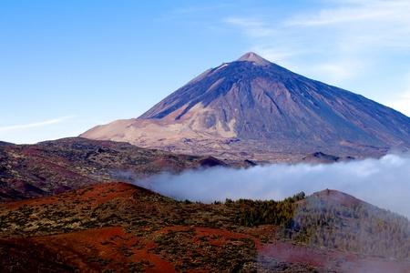 kanarienvogel: Teide Teneriffa ein Vulkan mit blauem Himmel