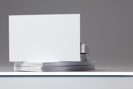 tenedores: Tarjetas en blanco de negocios para agregar propia imagen en la pila