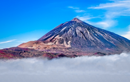 Mt Teide rising above the clouds in tenerife spain Standard-Bild