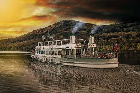 Steamer on lake windermere at sunset Stock Photo - 15435644