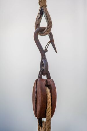 hoist: Hook hoist pully system on a boat