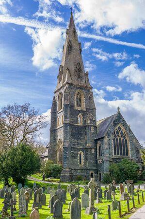 memorial cross: iglesia y sepulcro en el Reino Unido Foto de archivo