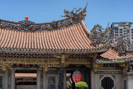 Bangka Longshan Temple, is a Chinese folk religious temple in Wanhua District. Sajtókép