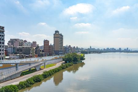 Scenery of Tamsui River Bank, view on Taipei Bridge, a bridge link New City to Taipei City, Taiwan 新聞圖片
