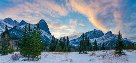 Beautiful nature scenery at dusk in winter season. Sky of pink clouds, Snow capped Mountains Mount Rundle and Mount Lawrence Grassi Ha Ling Peak in the background. Canmore, Alberta, Canada. Stock fotó