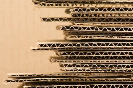 carton: Close-up van gestapelde bruin gerecycleerd karton