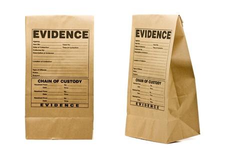 investigacion: Frente de bolsa de pruebas de papel y lado aislados sobre fondo blanco