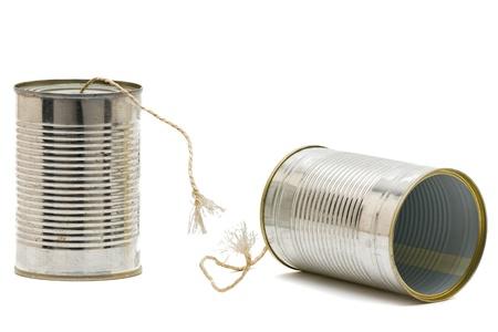 comunicar: Lata de tel�fono con cadena roto - concepto de cuesti�n de comunicaci�n Foto de archivo