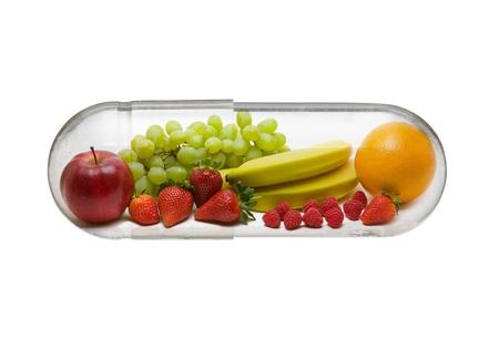 Verschillende fruit in capsule - gezonde voeding concept