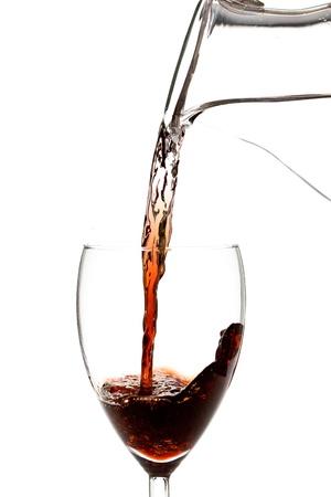 Wasser verwandelt sich Wein - auf weißem hintergrund isoliert konzept