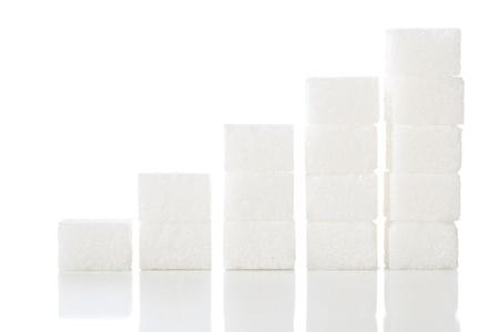Ascending stacks of sugar cubes - high blood sugar risk concept Foto de archivo