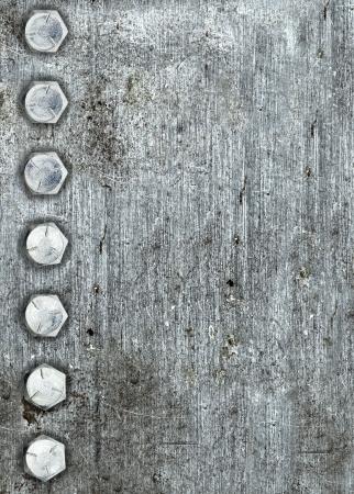 Fond en métal brossé avec une rangée de boulons Banque d'images
