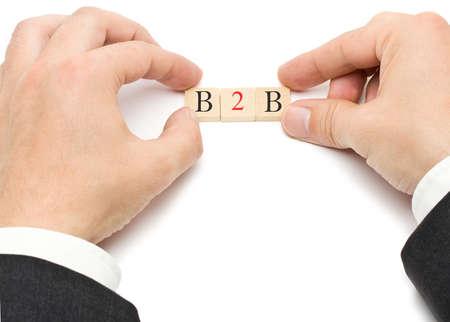 b2b: Manos que ponen las cartas de B2B - business to business - juntos Foto de archivo