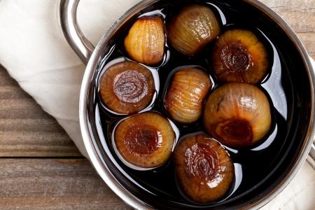 pickling: Pickling onions pickled in dark balsamic vinegar