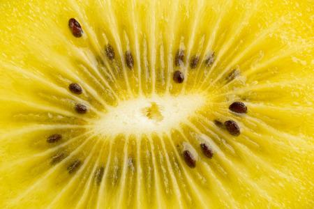 Frame vullen macro-opname van een gesneden gouden kiwi's  kiwi (Actinidia chinensis) Stockfoto