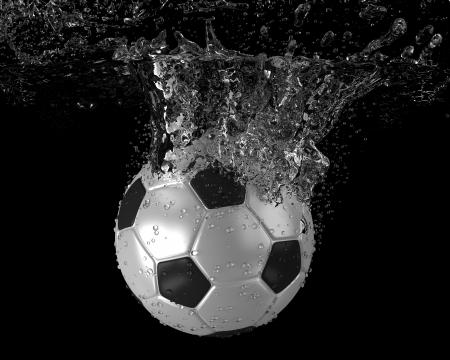 Soccer ball tomber dans l'eau