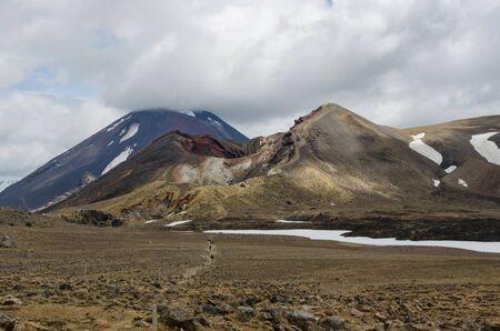 Randonneurs p�destres du Tongariro Alphine Crossing, avec Red Crater et le Mont Ngauruhoe. Tongariro National Park, Nouvelle-Z�lande