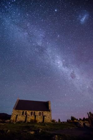 Eglise du Bon Pasteur et de la Voie Lact�e, Lake Tekapo, Nouvelle-Z�lande Banque d'images
