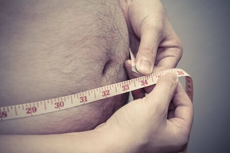 hombre flaco: fat man measuring his waist, for diet