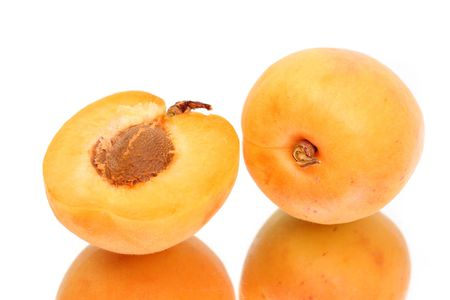 Apricot with halves With reflection