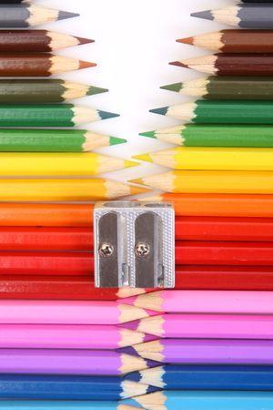 sacapuntas: Cremallera de lápiz de color en blanco Foto de archivo