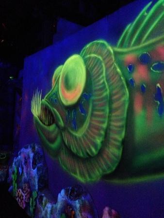 glow: Green fish painting on Glow Golf wall Stock Photo