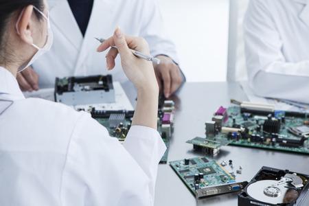 circuitos electronicos: Los hombres y las mujeres para diseñar circuitos electrónicos