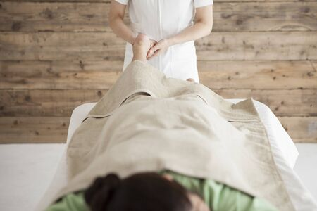 power suppliers: Woman to be a massage the back of the legs Stock Photo
